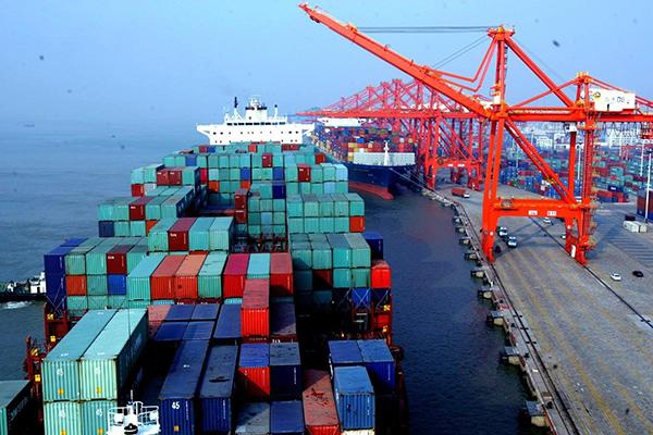chuyển hàng hóa bằng container